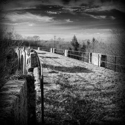 Vieux pont de chemin de fer