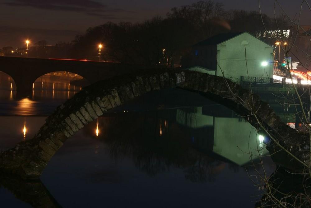 vieux pont de nuit