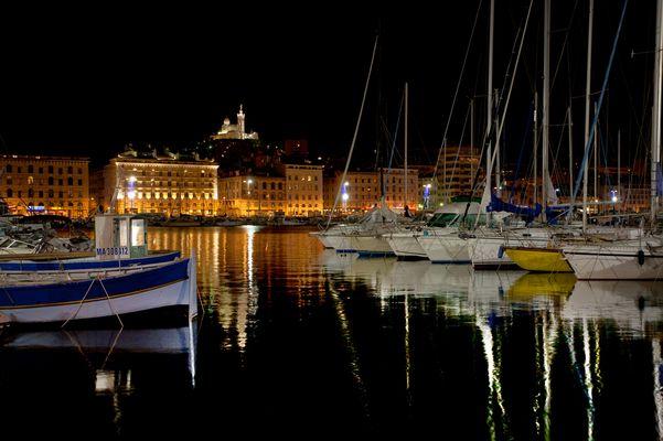 Vieux Port de Marseille la nuit