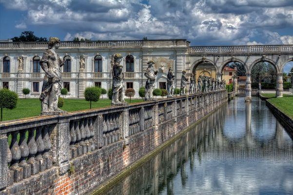 --- Villa Cortini ---