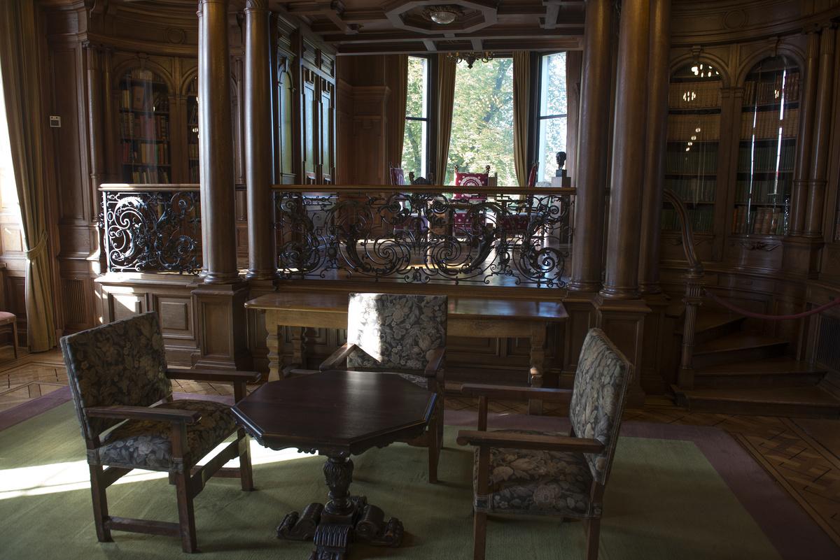 ~ Villa Hügel - Wohnzimmer ~