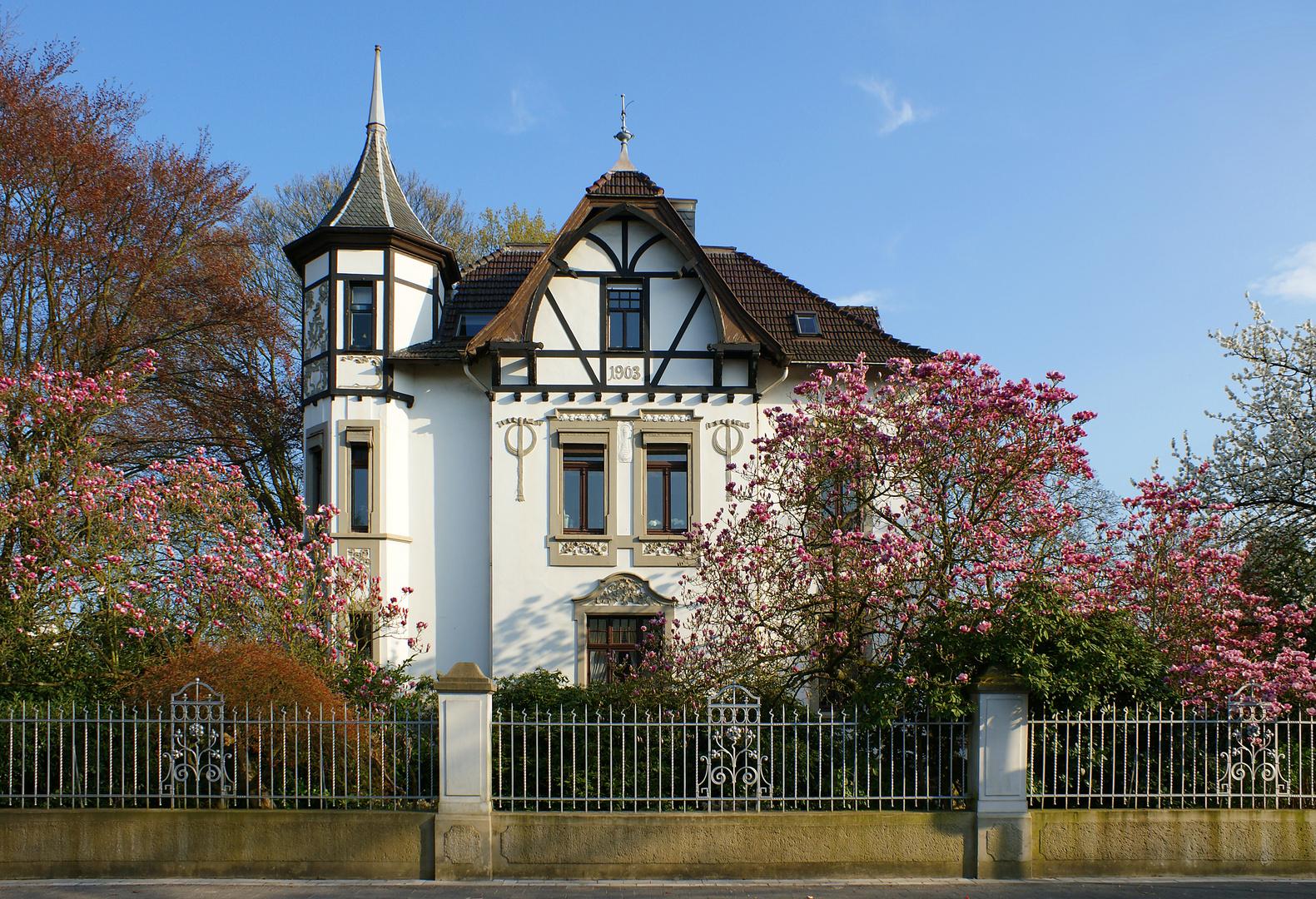 Villa im Frühling