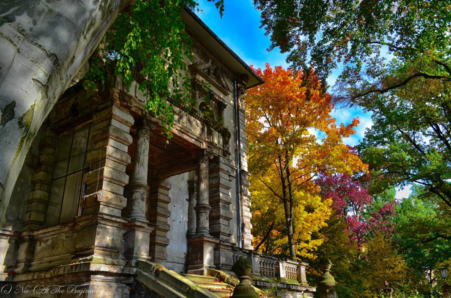 Villa im Herbst