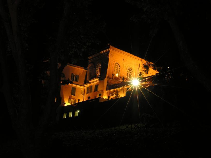 Villa in Rom bei Nacht