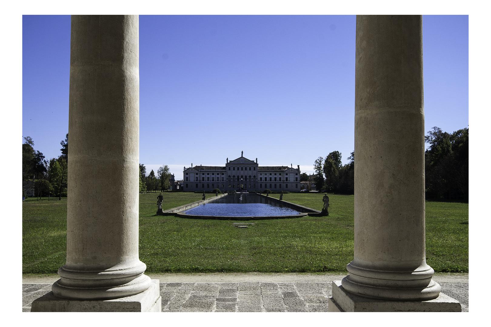 Villa Pisani - von den Reitstallungen aus gesehen