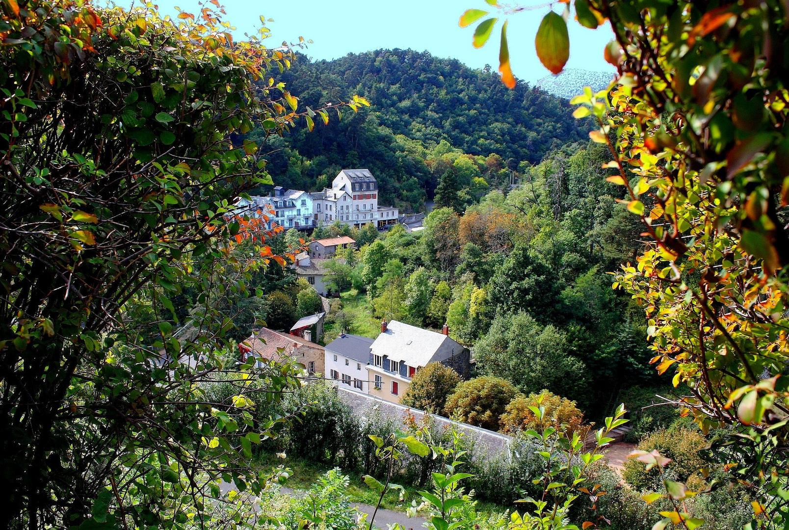 Village au pied de Saint-Nectaire