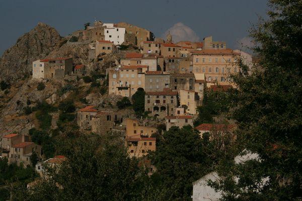 village corse , speloncato