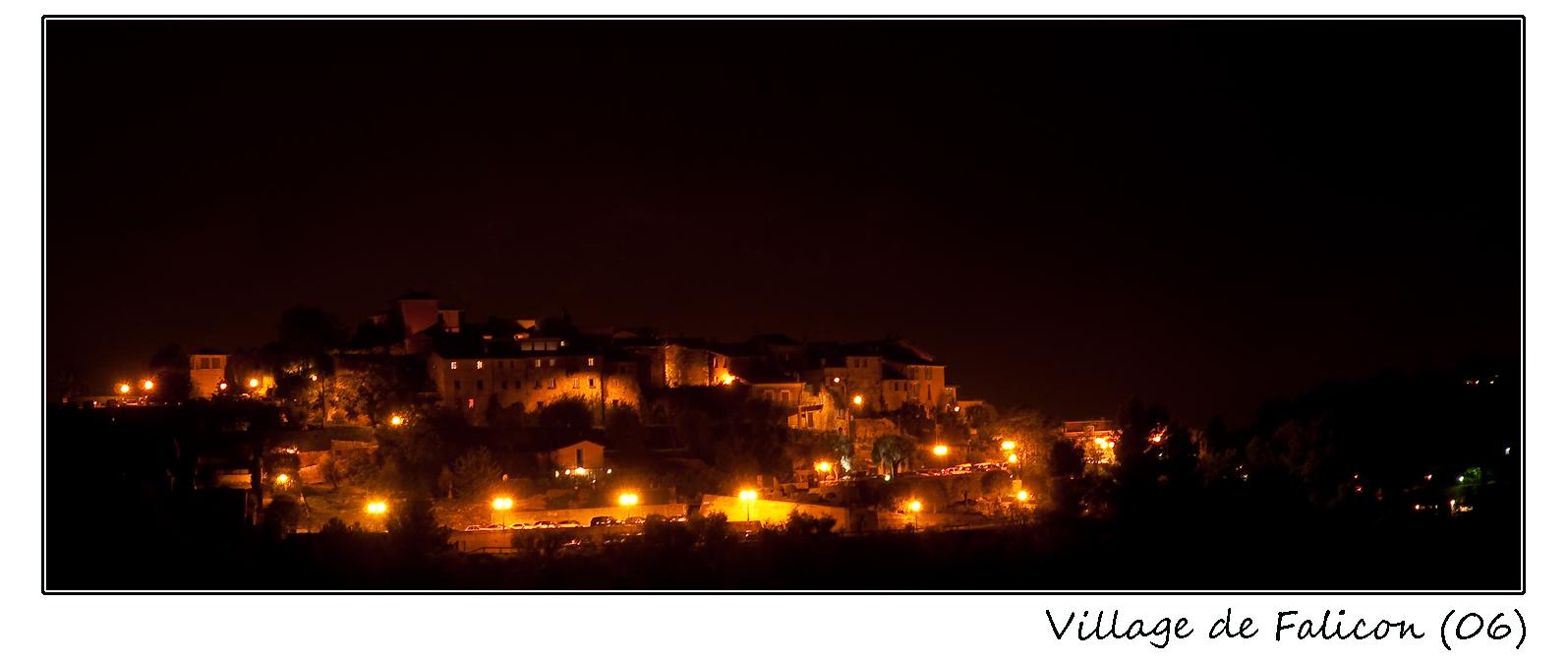 Village de Falicon (06) de nuit