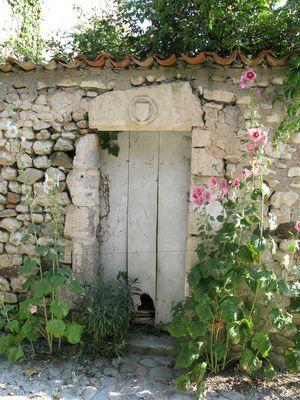 village de Talmont entrée d'une vieille maison