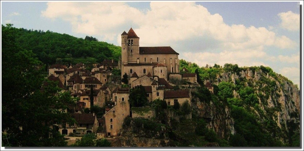 Village perché ( Saint-Cirq lapopie (lot) )