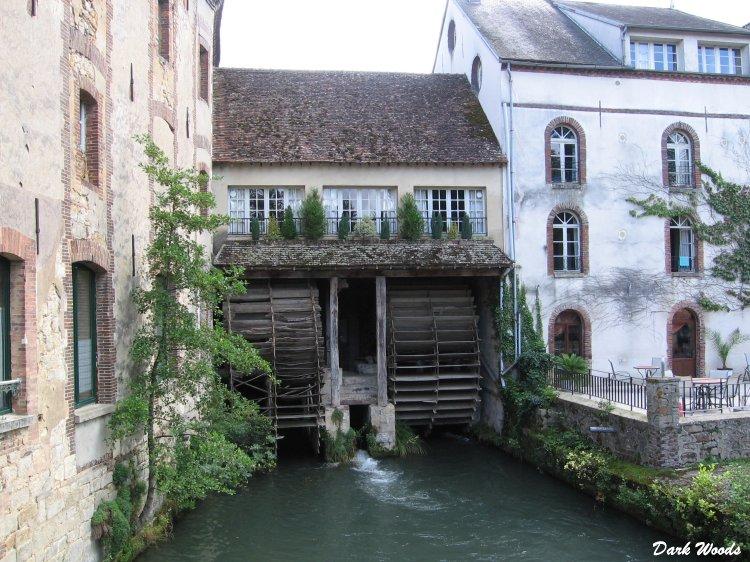 Villeneuve-l'archevêque, auberge des Vieux Moulins Banaux