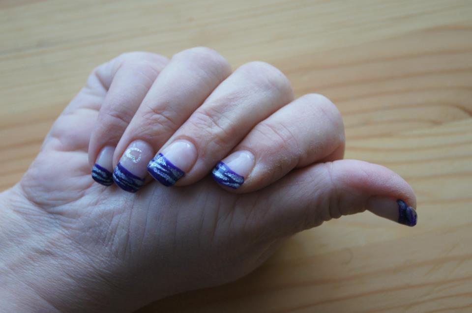 Violett mit Silberstreifen