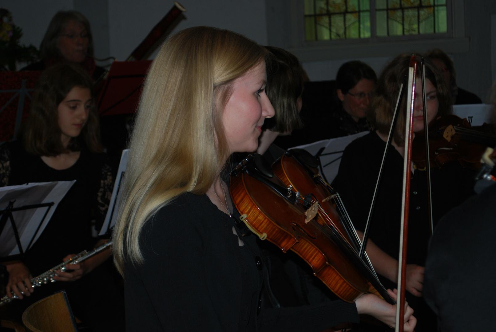 Violinistin der Kreismusikschule Hzgtm. Lauenburg am 11.5.14 b.Konzert in St. Salvatoris,Geesthacht