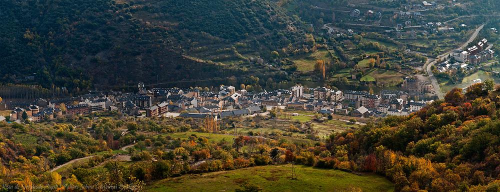 Vista de Sort desde Pujalt ( Pallars Sobira Catalunya España )