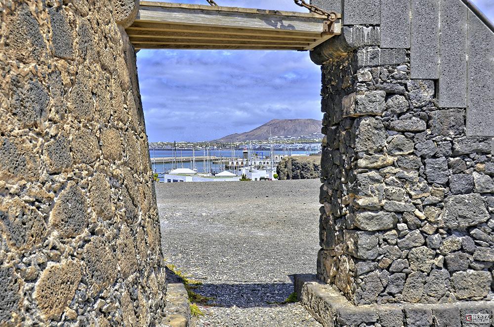 Vista del puerto de Playa Blanca
