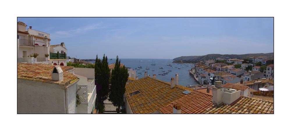 Vista panorámica de Cadaqués ( Alt Ampurdá Girona Catalunya )