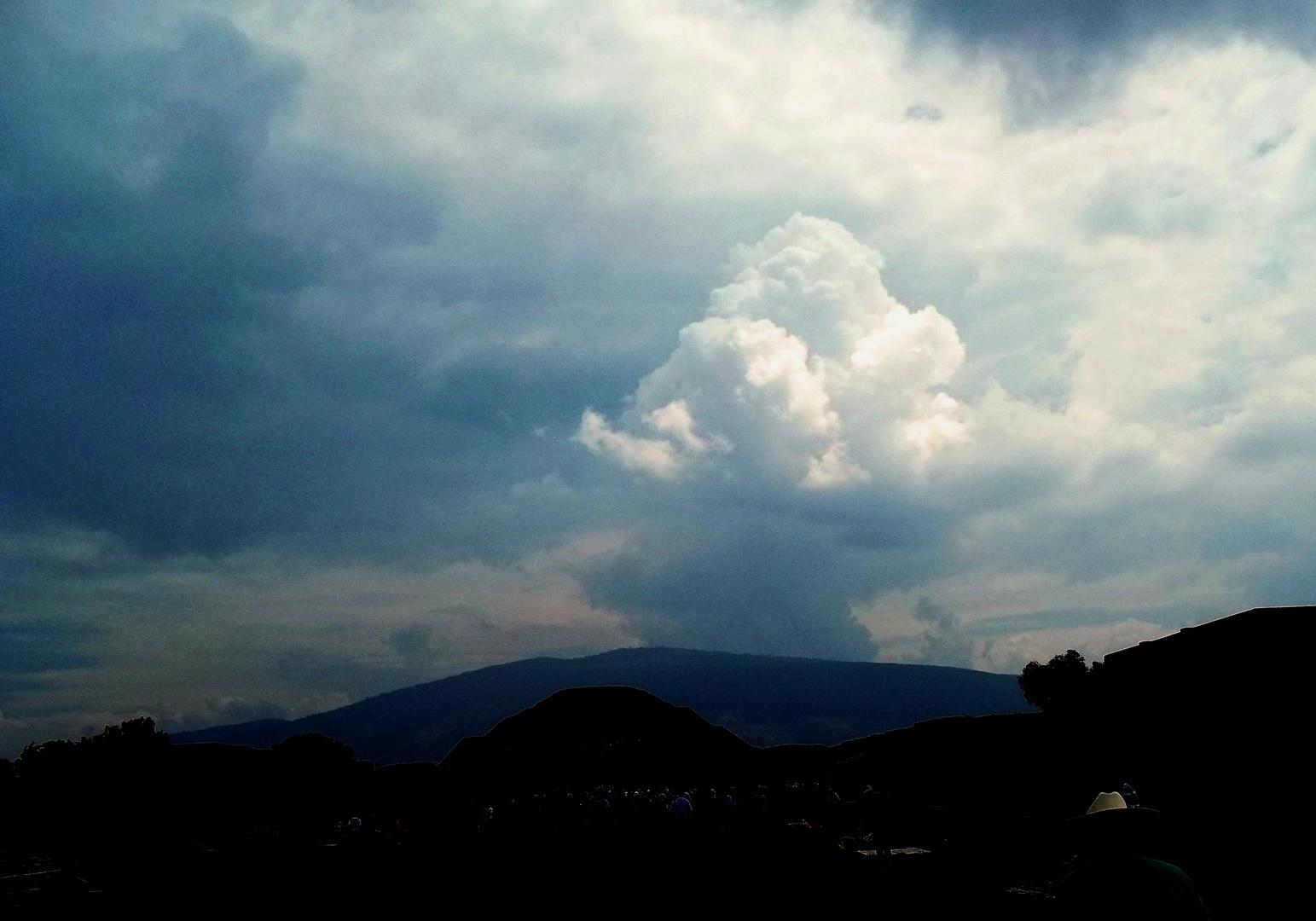 Vistas de tormentas y todo cielo