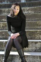 Vivian auf der Treppe