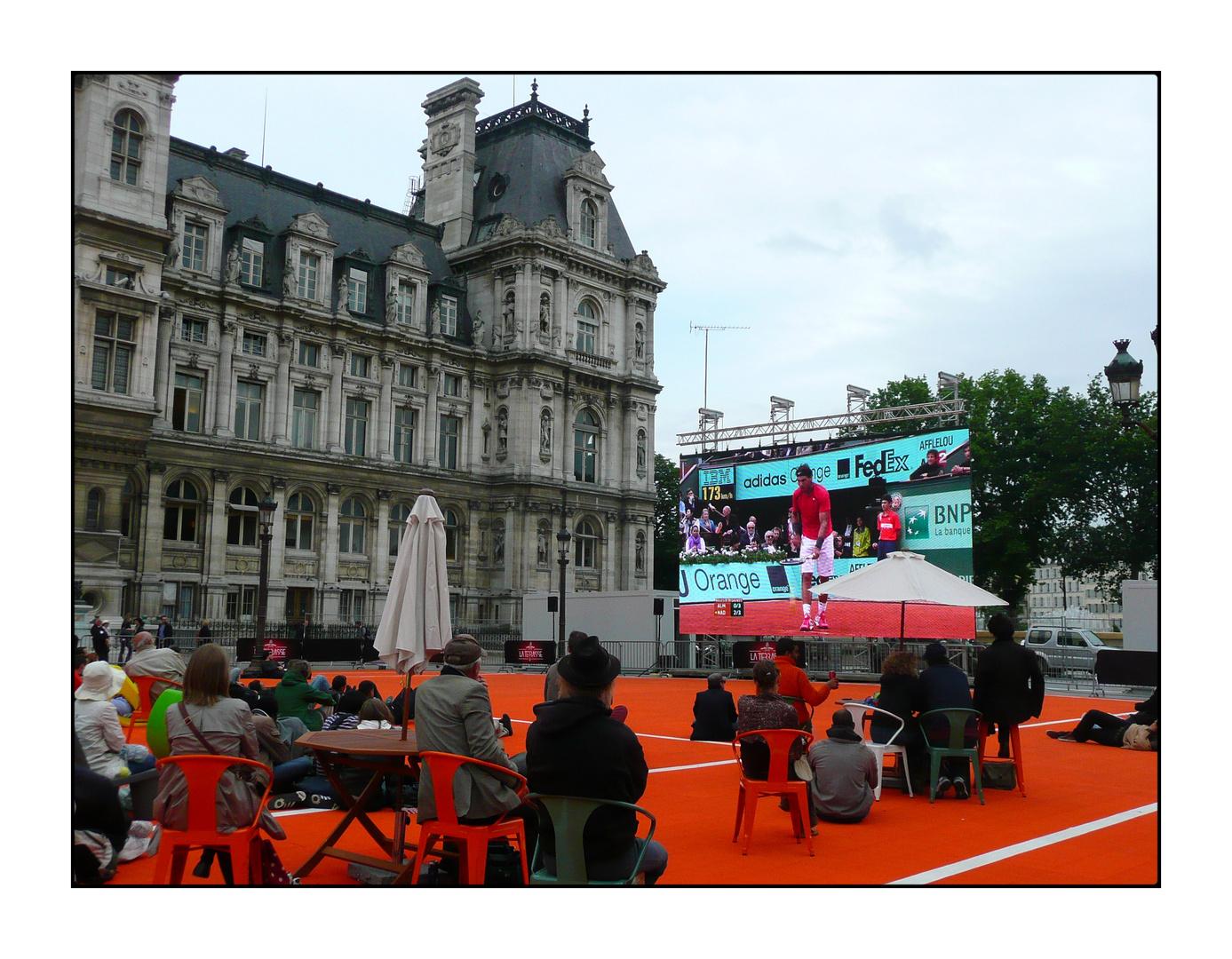 Vivre Roland-Garros sur le parvis de l'Hôtel-de-Ville...