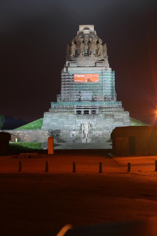 Völkerschlachtdenkmal bei Nacht