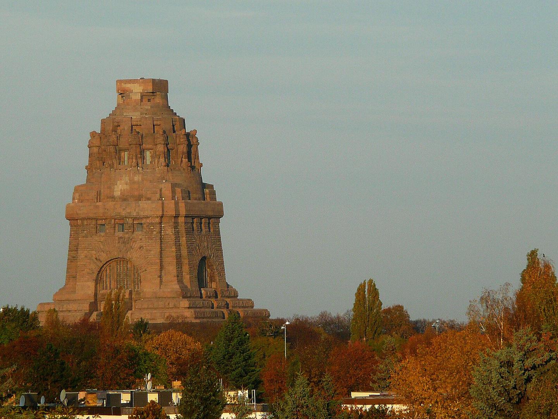 Völkerschlachtdenkmal im Herbst