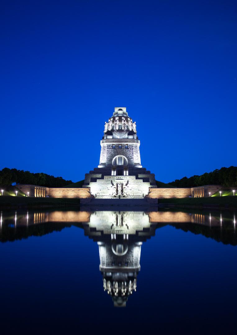 Völkerschlachtdenkmal in der blauen Stunde