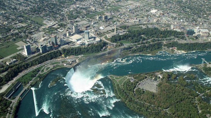 Vol au dessus des chutes du Niagara