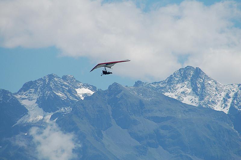 Vol dans les montagnes !