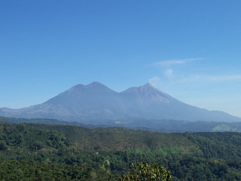 Volcan Acatenango y Volcan de Fuego.