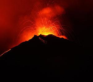 Volcán Reventador en una NUEVA ERUPCIÓN