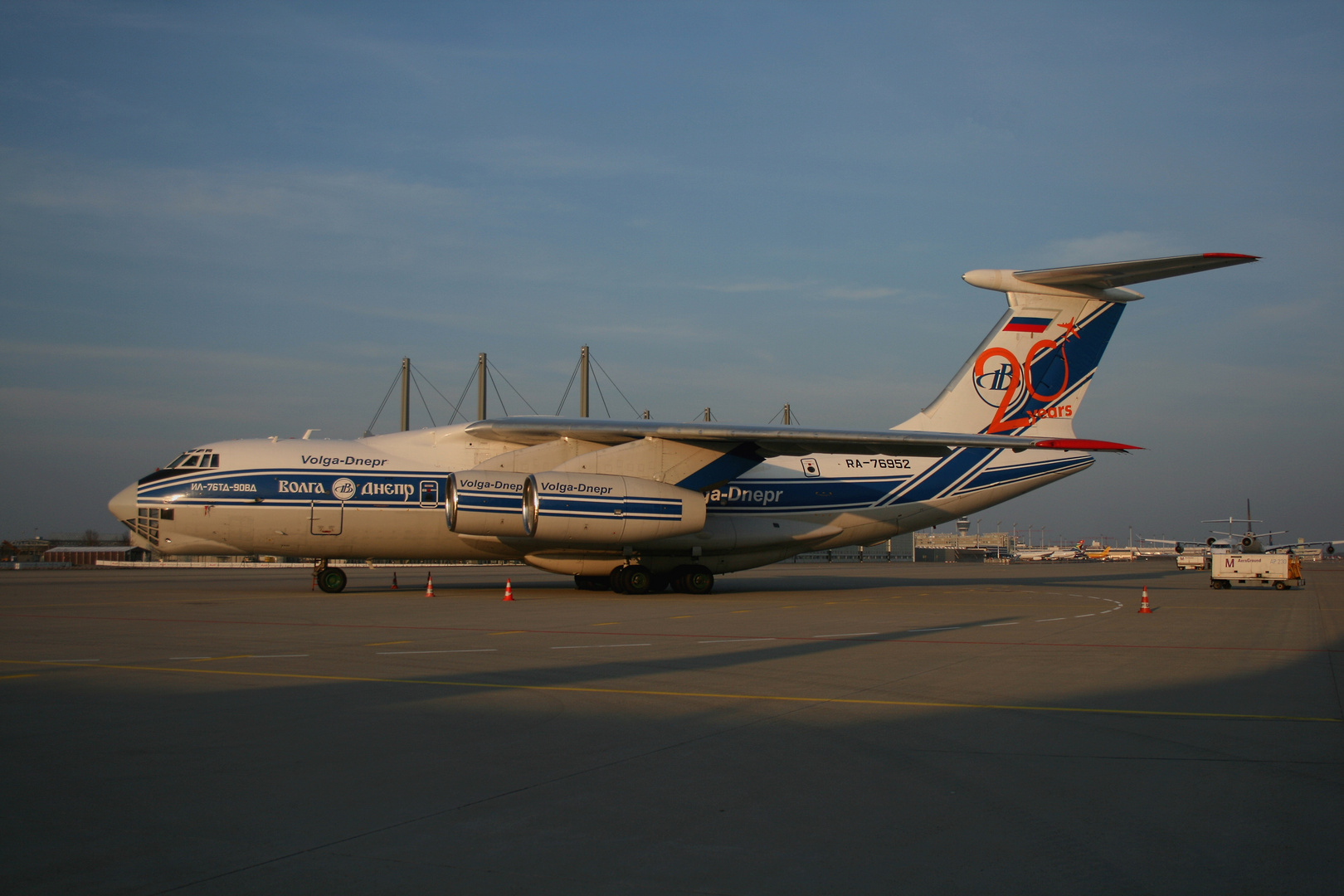 Volga Dnepr Ilyushin IL-76TD-90VD Bild 2 bei schönem Wetter