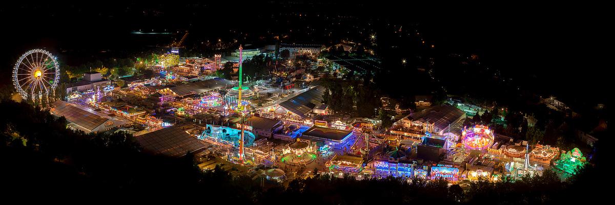 Volksfest bei Nacht