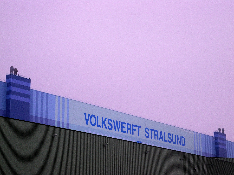 Volkswerft Stralsund im Morgengrauen