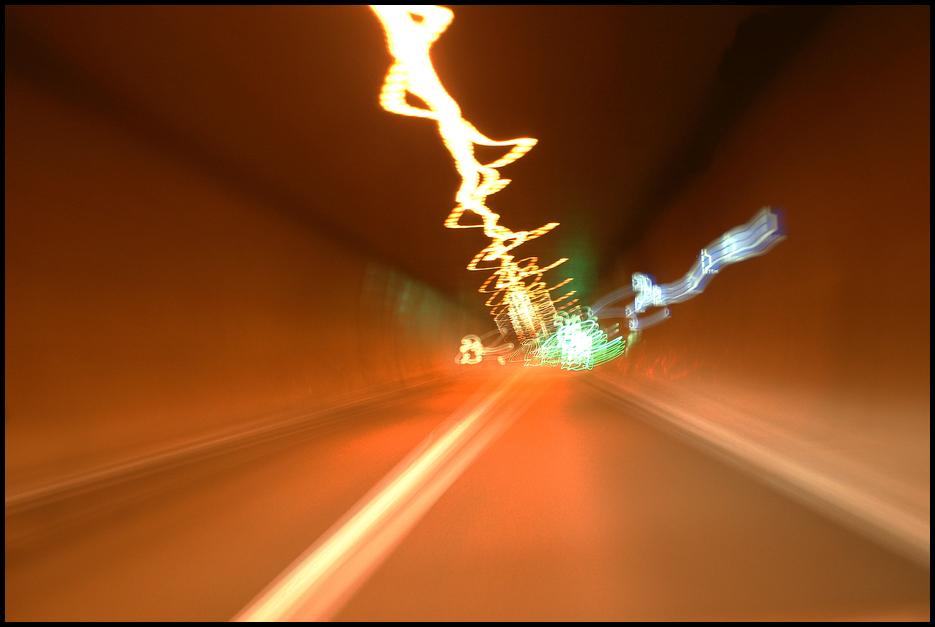 ,,volle Kanne in den Tunnel,,