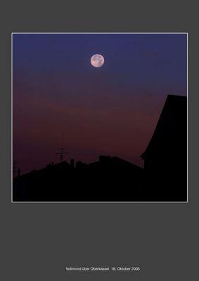 Vollmond bei Sonnenaufgang