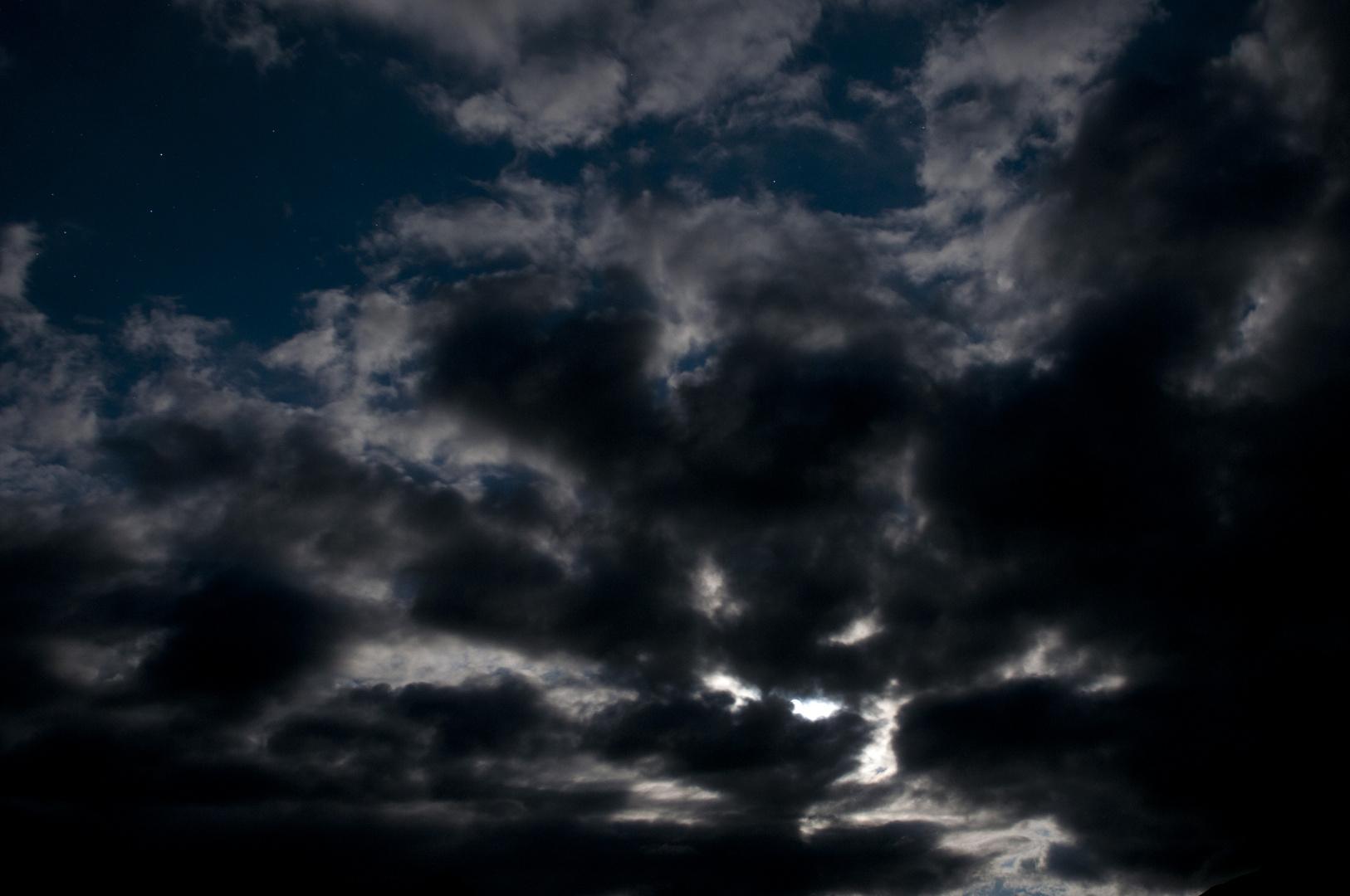 Vollmond hinter Wolken, vorgestern