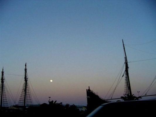 Vollmond im Hafen von Sousse