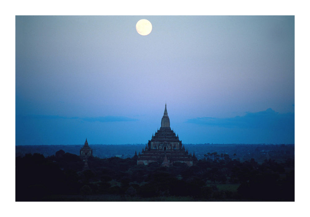 Vollmond über Bagan