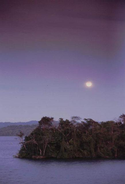 Vollmond über dem Panama Kanal