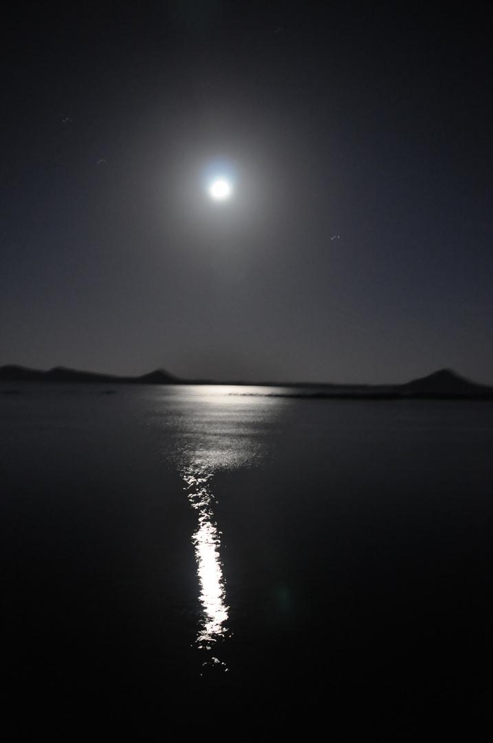 Vollmondnacht über dem See