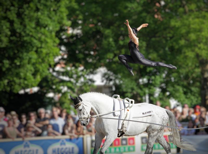 Voltigieren Biebrich 2010 - Jump