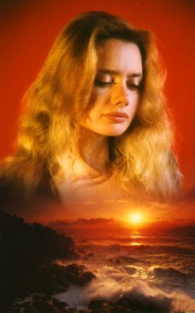 Volto modella e tramonto sul mare