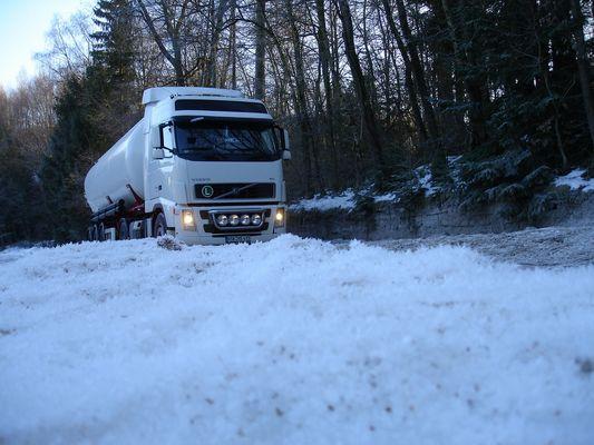 Volvo Truck auf der Eispiste ! ! !