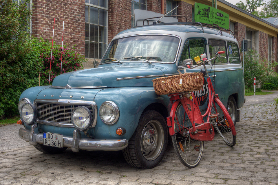 Volvo/Fahrrad Stilleben