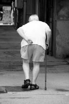 Vom Alter gebeugt