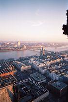 Vom Aussichtsturm des Kölner Doms aus Richtung Gross St. Martin fotografiert
