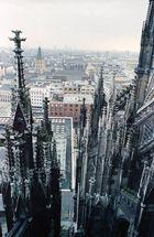 Vom Kölner Dom in 45 m Höhe Richtung Rathaus fotografiert.