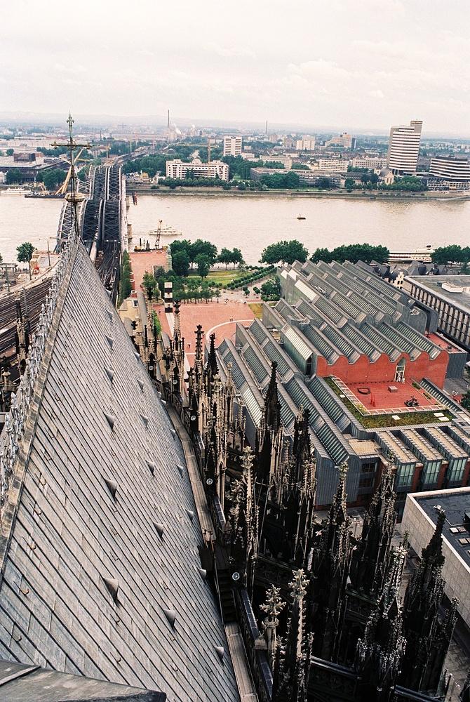 Vom Kölner Dom Richtung Museum,Hohenzollernbrücke und Hyatt Regency Hotel