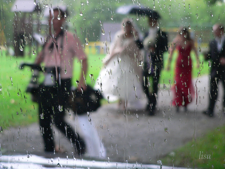 vom Regen überrascht