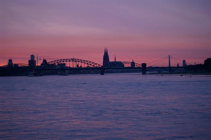 Vom Rhein aus, Panorama im Sonnenuntergang